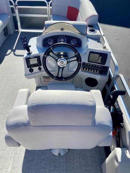 2021 Qwest LS 820 Splash Pad (TT) Pontoon Boat