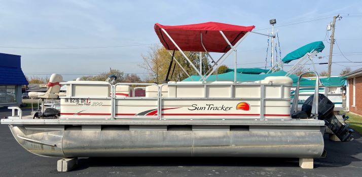 USED - 2009 Suntracker Party Barge 200 Pontoon Boat