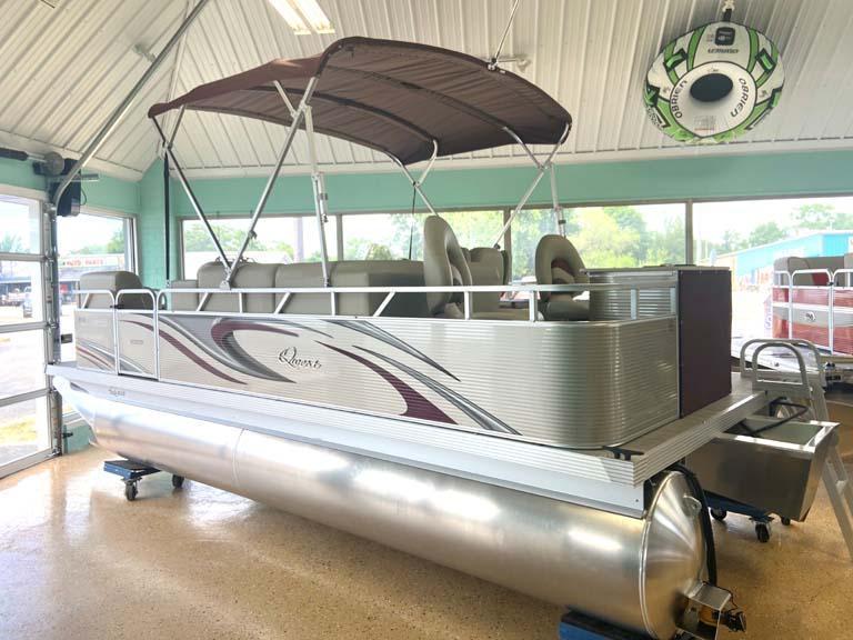 Qwest Edge 818 VX Cruise Pontoon Boat