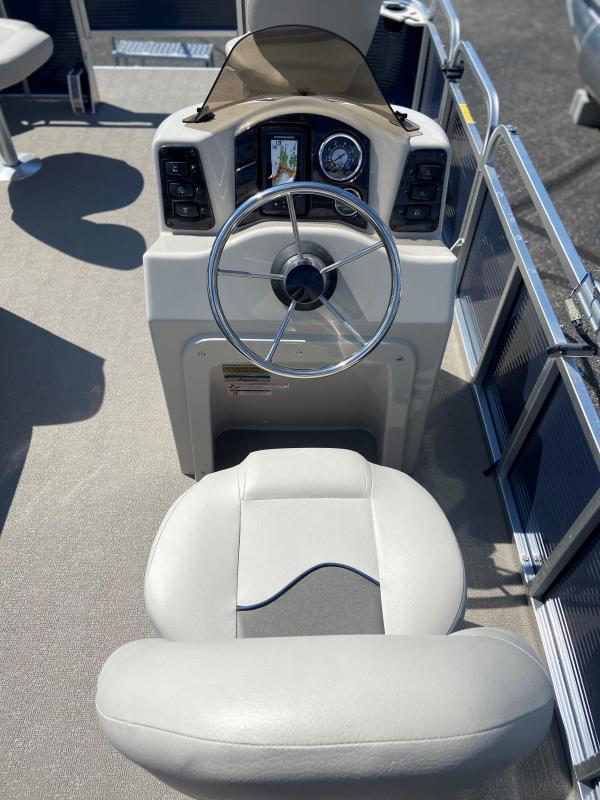 2020 Qwest Gillgetter 7515 Fishmaster Pontoon Boat