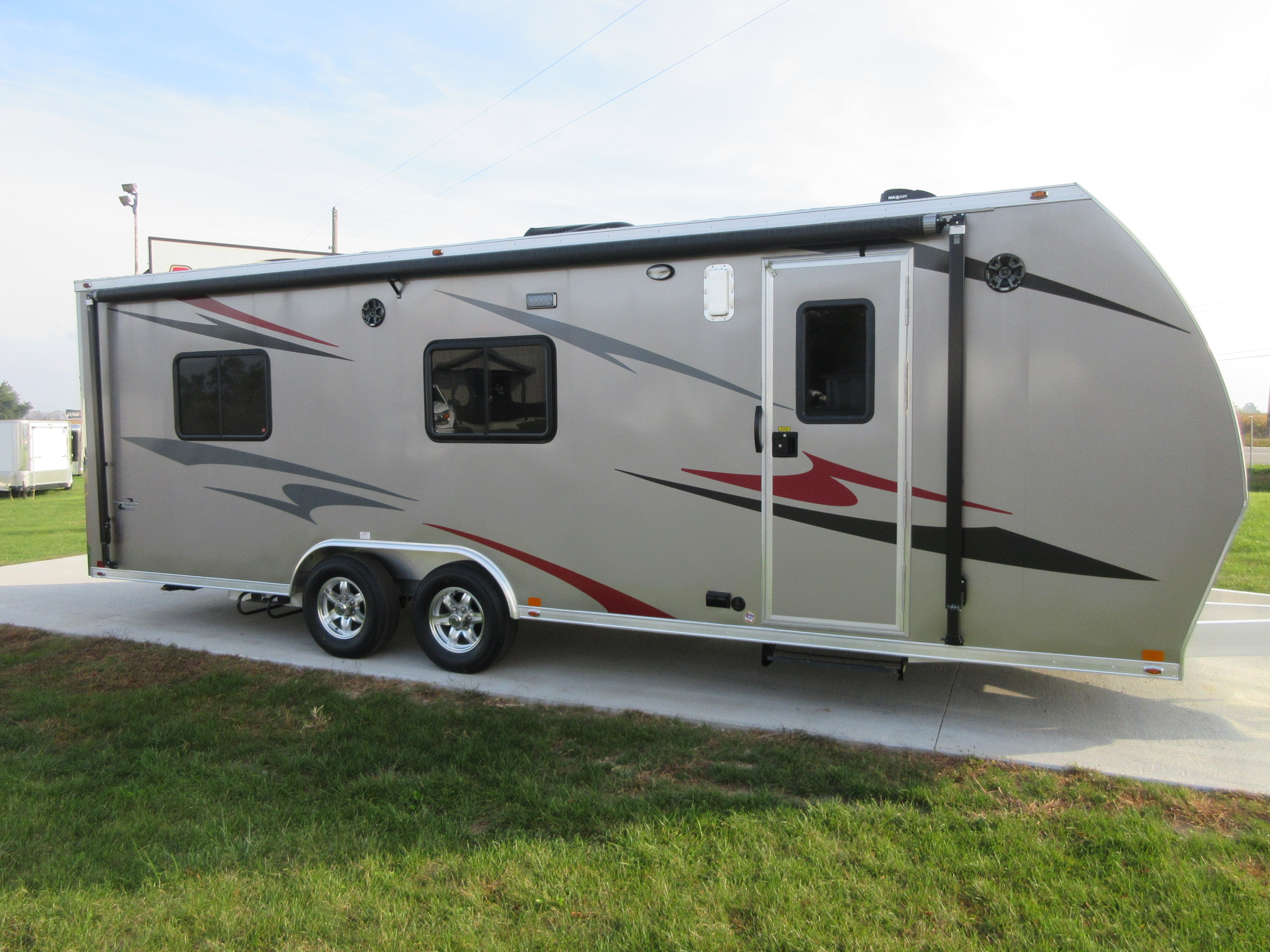 Rv toy haulers custom enclosed and open trailers for Toy hauler motor homes