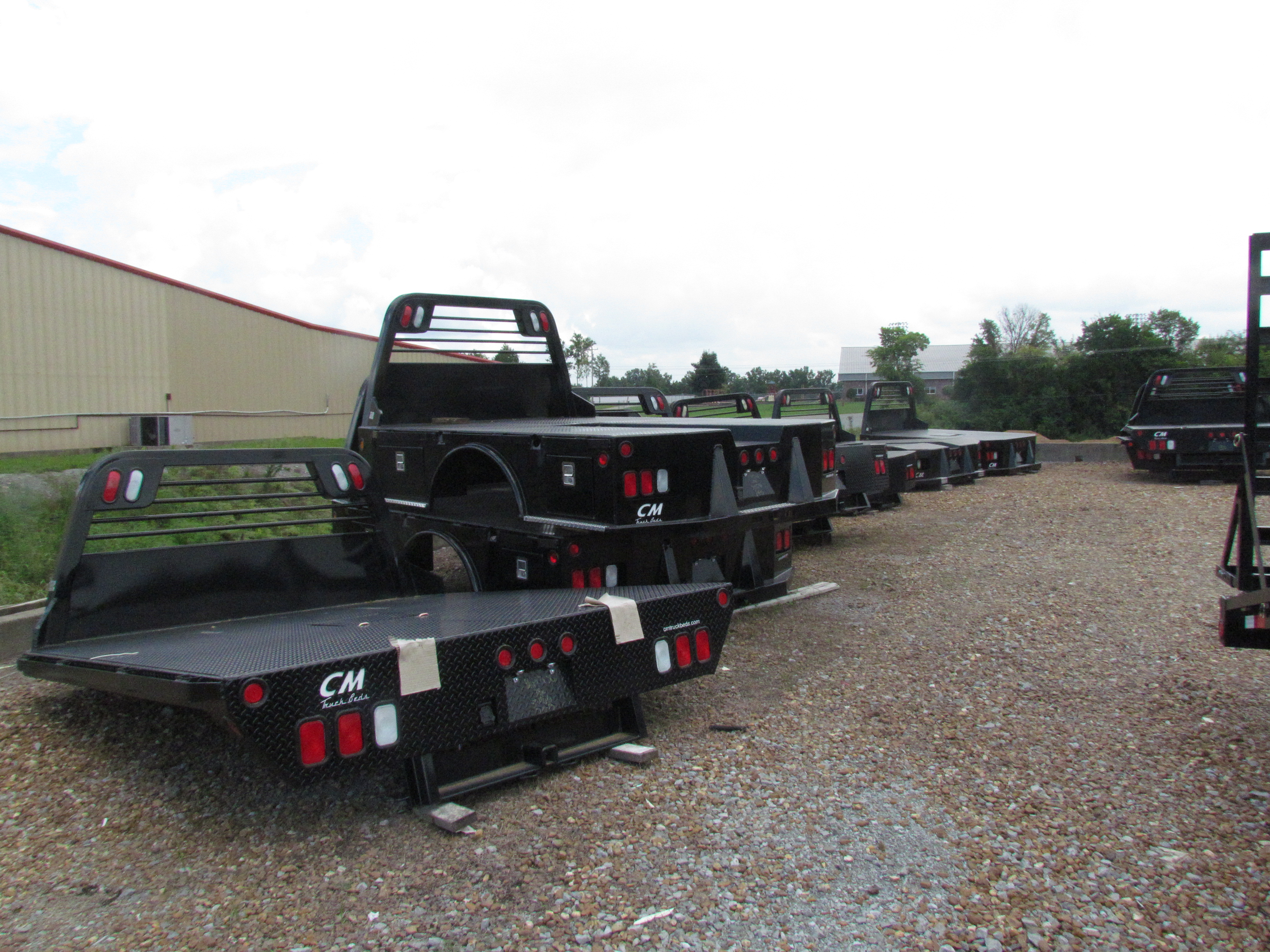 truck beds flatbed and dump trailers for sale at wholesale trailer and livestock equipment. Black Bedroom Furniture Sets. Home Design Ideas