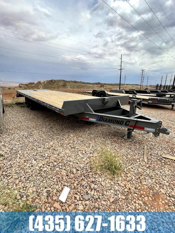 Diamond C DEC 26' Deckover trailer with maxx ramps