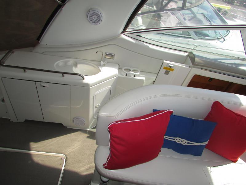 38' Cruisers Yachts 3772 Express