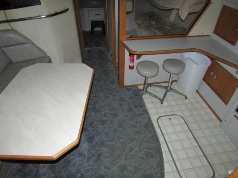 39' Sea Ray 390 Express Cruiser