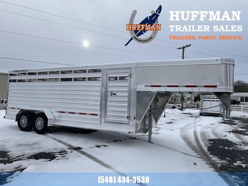 Featherlite 8117 20' Livestock Trailer