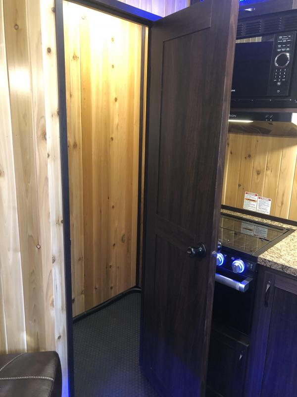 2022 Yetti TRAXX EDITION Ice House T816-PK