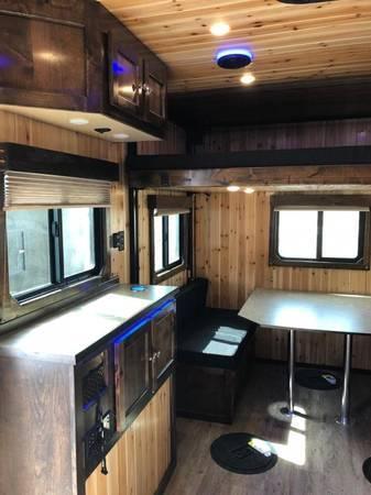 2021 Northwind Fish House RTT817G Ice/Fish House Trailer