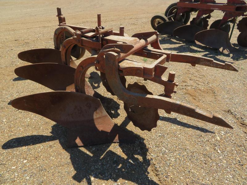IH 2 Point Fast Hitch 3 Bottom Plow