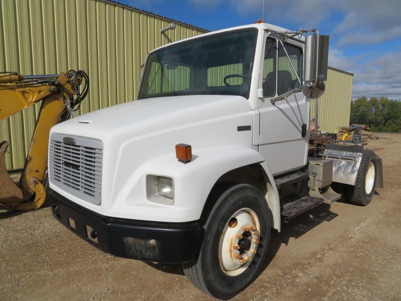 2000 Freightliner FL70 Truck