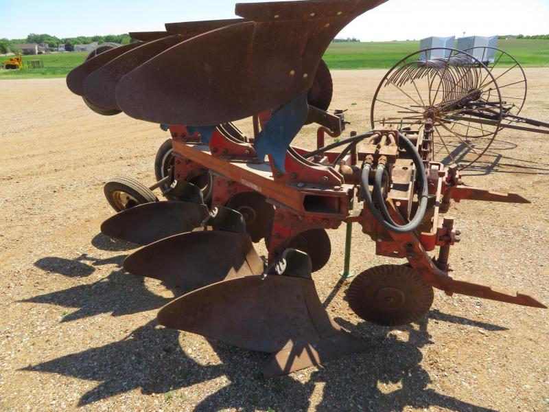 IH 2 Point Fast Hitch 3 Bottom ROLLOVER Plow