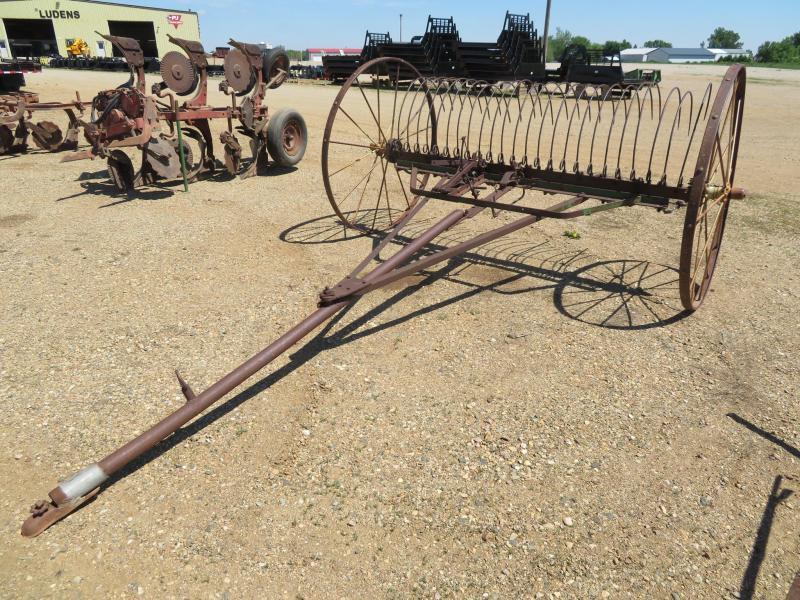 John Deere 8' Dump Hay Rake
