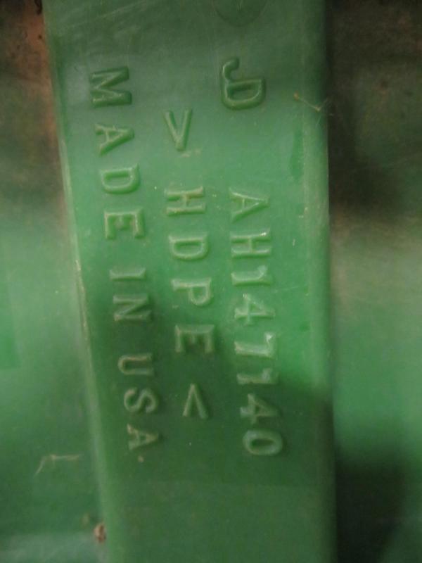 Used John Deere 1290 Endpanel Fender Pair