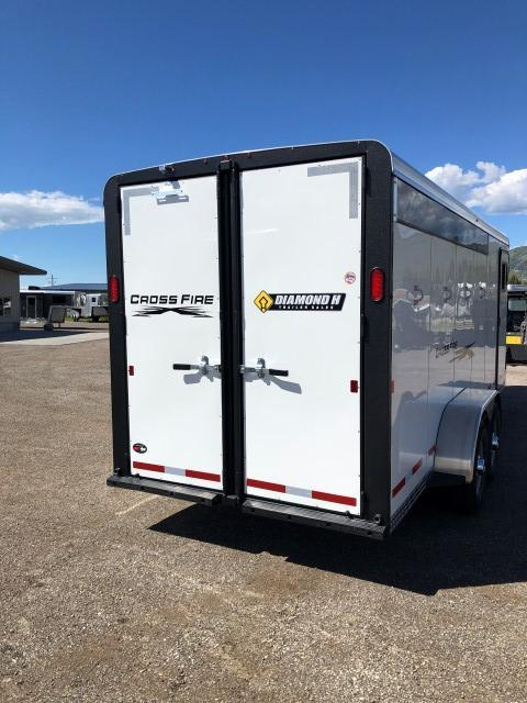 2020 Logan Coach Crossfire Horse Trailer