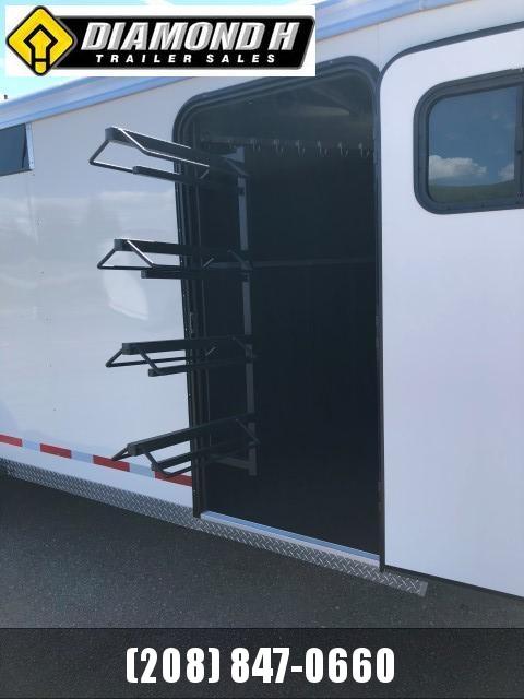 2020 Logan Coach Crossfire Horse Trailer