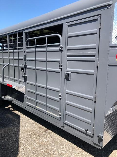 2021 Swift Built Trailers 22' Tack Box Livestock Trailer