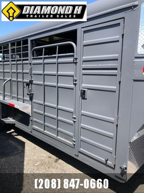 2021 Swift Built Trailers 22' Tack Box Livestock Trailer