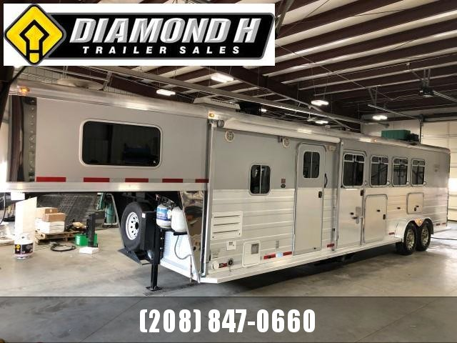 2008 Logan Coach 7309 XTR Horse Trailer