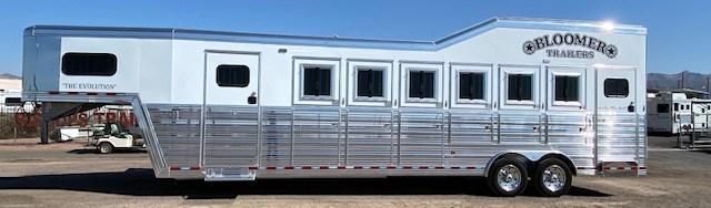 2021 Bloomer 6 Horse Trainer Trailer