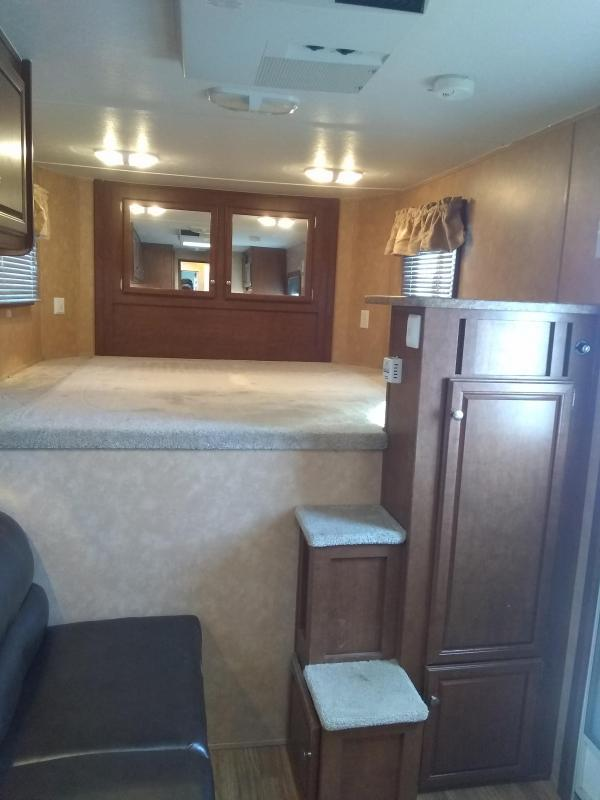2011 Bison Trailers STRATUS EXPRESS 3H GN 380 ME Horse Trailer