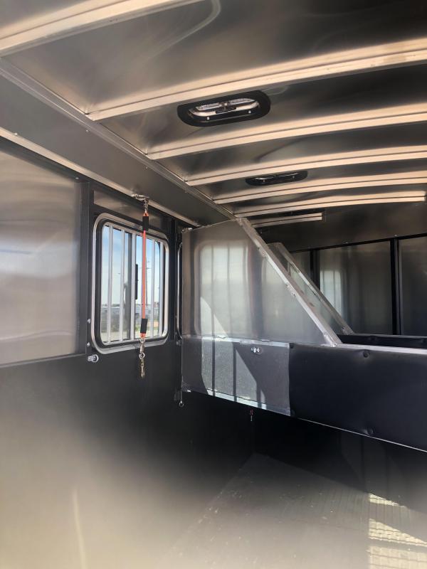 2019 Logan Coach CROSSFIRE 3H BP Horse Trailer