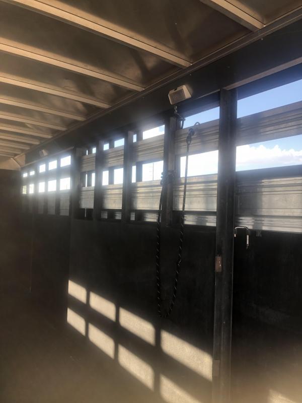 2011 Logan Coach STOCKMAN COMBO 24 Livestock Trailer