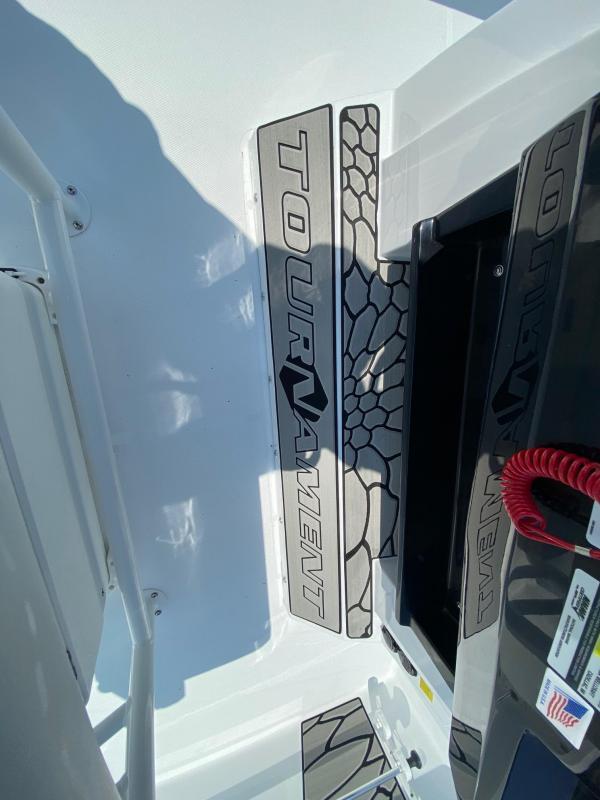 2020 Wellcraft 241 BAY Center Console