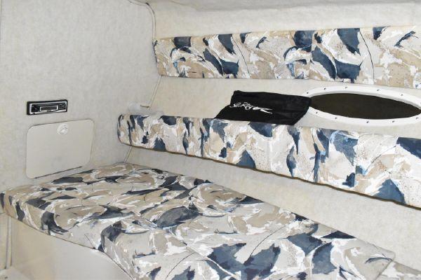 2000 Sea Ray 260 Overnighter Cuddy Cabin