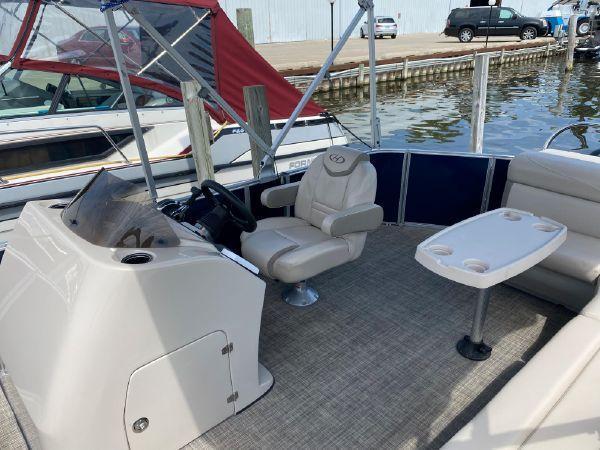 2017 Harris Boats 240 Cruiser Tri-toon Boat