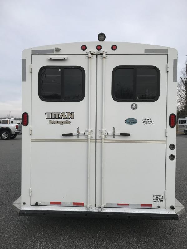 2002 Titan 3H LQ GN Horse Trailer