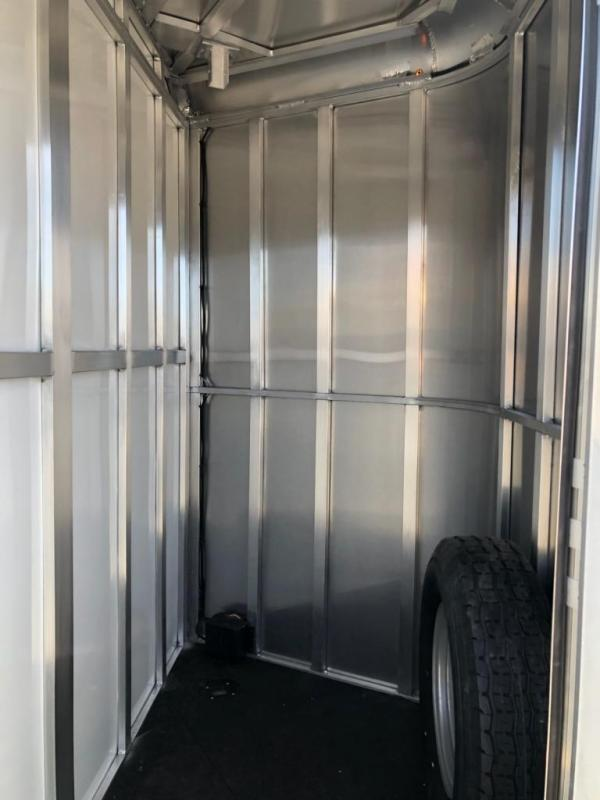 2020 Merhow Bronco 2H BP Horse Trailer
