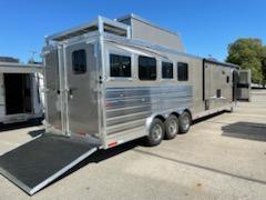 2022 Merhow Trailers 8418 RK-S DA Horse Trailer