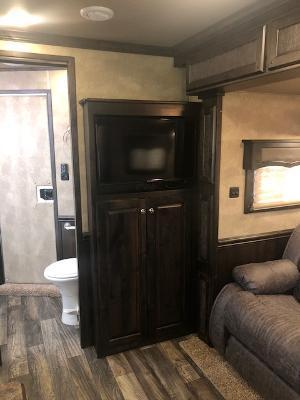 2020 Merhow Trailers 8' wide 3 horse w/recliners and dinette Horse Trailer