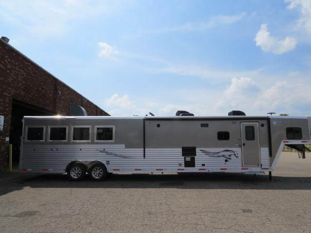 2017 Merhow Trailers 8' wide 4 horse w/ 17' lq and superslide Horse Trailer