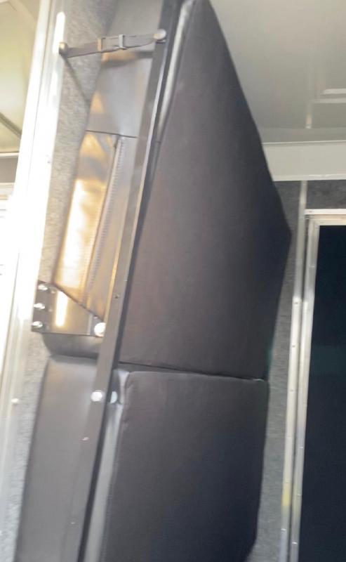 2021 Merhow Trailers 8' wide w/11'lq  slide & midtack