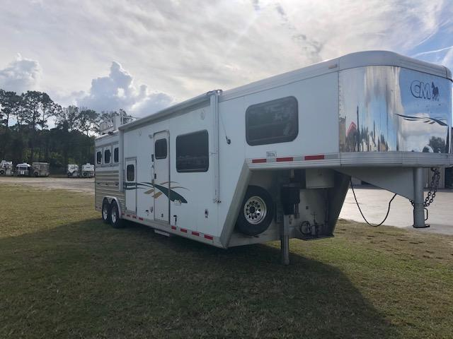 2003 CM 8' wide 3 horse w/ 10' lq and generator Horse Trailer