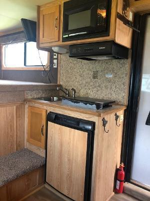 2008 Shadow Trailers 3 horse w/9'lq and slide Horse Trailer