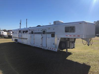 2004 4-Star Trailers 5 horse with midtack and 12' lq Horse Trailer
