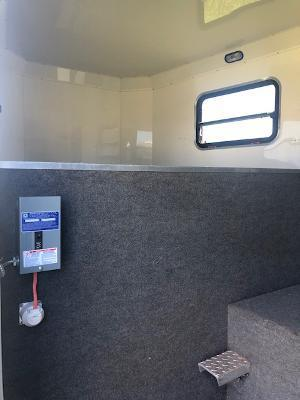 2011 Twister 4 horse w/dressing room Horse Trailer