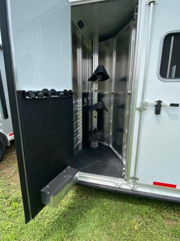 2022 Exiss Trailers 3 horse w/ 8' lq insulated w/equiflex floor Horse Trailer