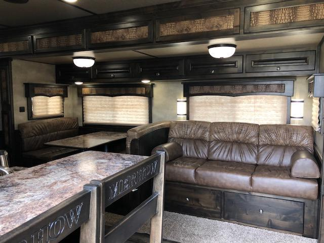 2020 Merhow Trailers 8 wide 3 horse w/18lq superslide Horse Trailer