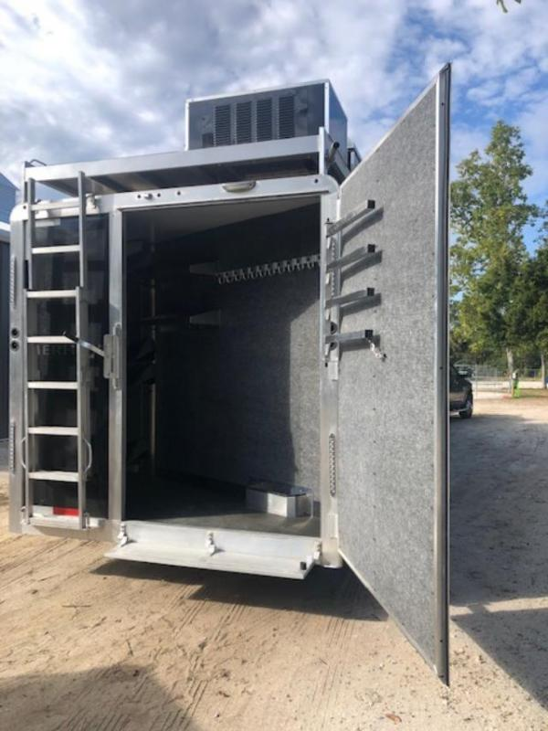2020 Merhow Trailers 8' wide 4 horse side load w/17' lq Horse Trailer