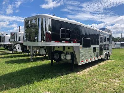 2013 Sooner 8' wide 3 horse w/12' lq Horse Trailer
