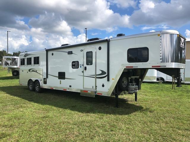 2021 Merhow Trailers 8' wide 3 horse w/13.6' lq and slide Horse Trailer