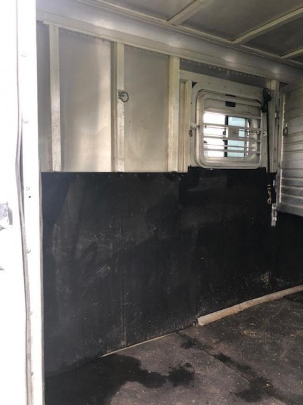 2000 Featherlite 6 horse with side ramps Horse Trailer