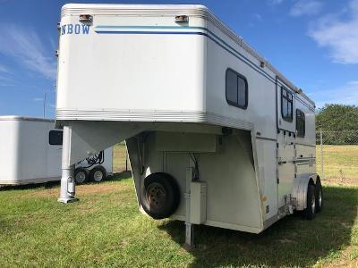 2003 Turnbow Trailers 2 horse gooseneck w/dressing room Horse Trailer