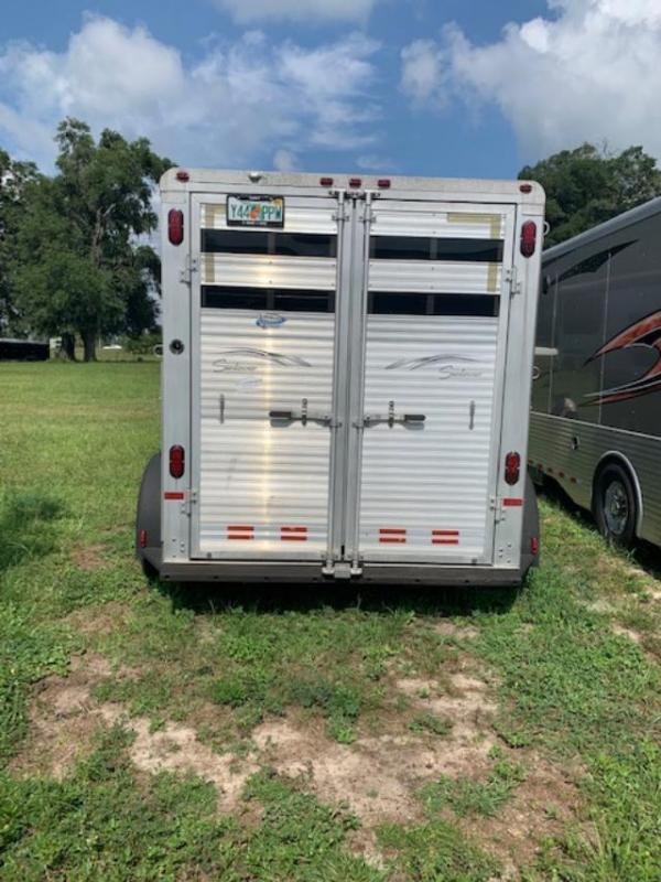 2003 Sundowner Trailers 2 horse with weekender package Horse Trailer