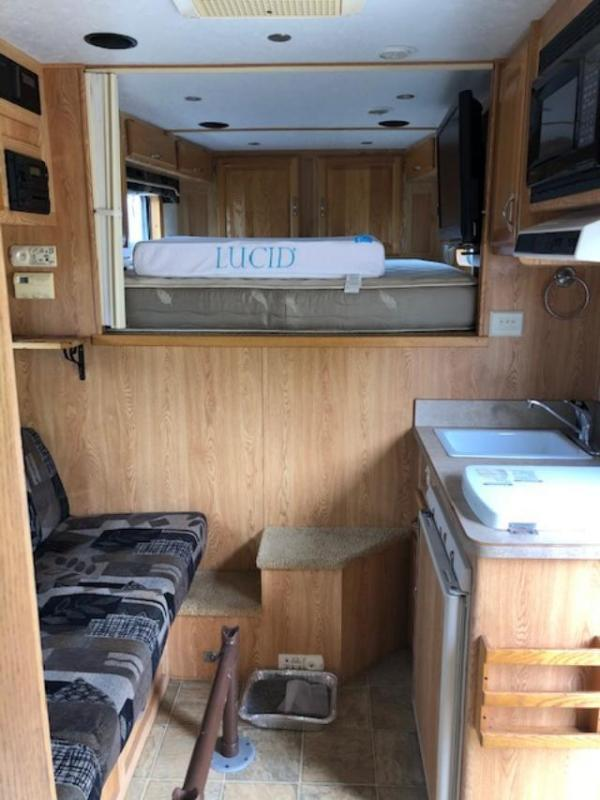 2004 4-Star Trailers 8' wide 3 horse w/10' lq and midtack Horse Trailer