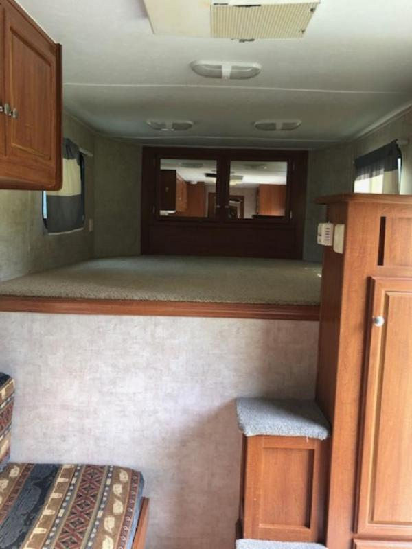 2007 Bison Trailers 3 horse with 7' lq Horse Trailer