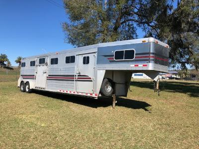 2001 4-Star Trailers 4 horse head to head with dressing room Horse Trailer